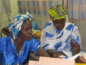 Mariam et Salimata, étuveuses de riz